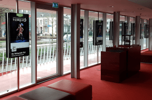 Posterschermen van ScreenImpact in Schouwburg Amphion